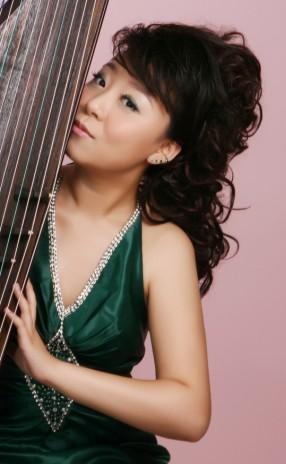 中国音乐学院附中 黄小晨 青年古筝演奏家,毕业于中国音乐学院器乐系古筝专业,师从于林玲,杨琳教授